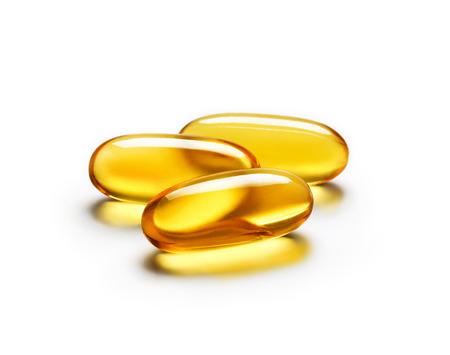 Omega 3 kapsułki na białym tle. Bliska, produkt o wysokiej rozdzielczości. Zdjęcie Seryjne