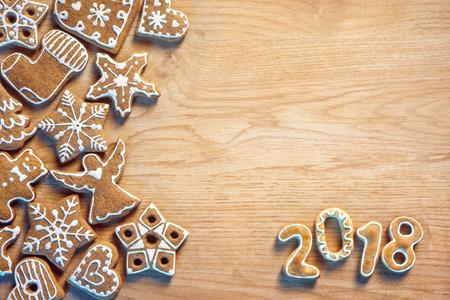 木製の背景にクリスマス クッキー。メリー クリスマスと幸せな新年!平面図です。高解像度の製品 写真素材
