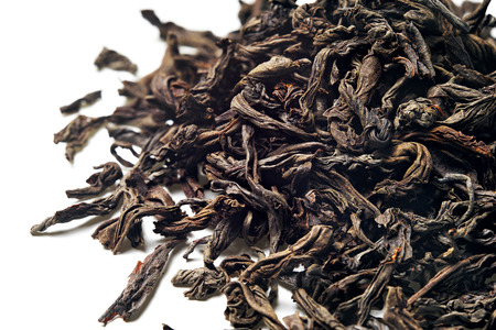 Black leaf tea on white background. Top view. Close up. High resolution 스톡 콘텐츠