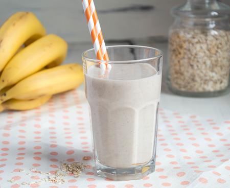 oatmeal: overnight oatmeal smoothie, with banana, cinnamon and yogurt Stock Photo