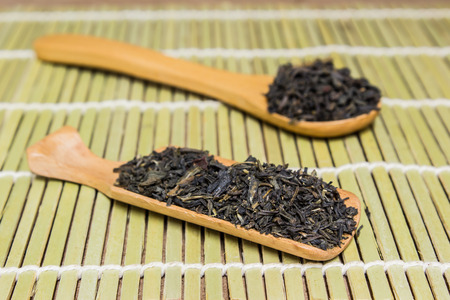 wooden scoop: back tea leaf with wooden scoop
