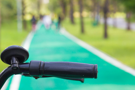 stuur fiets op groen Fietspad
