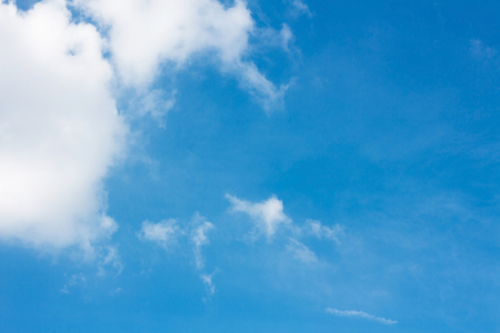 Blue sky and white clouds background Standard-Bild