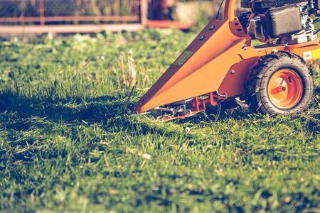Professional lawn mower cutting grass Stockfoto