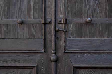 doorhandle: part of wooden door with doorhandle and keyhole