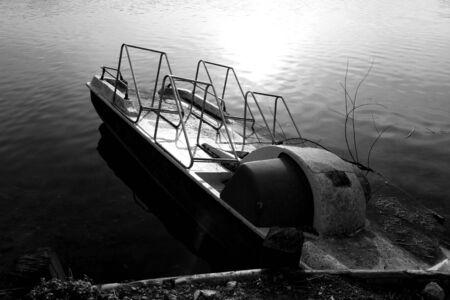 bn: Paddle boat on Lake Posta Fibreno