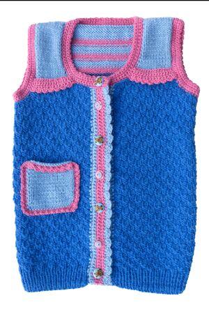 trabajo manual: jersey de punto para el niño del trabajo hecho a mano.