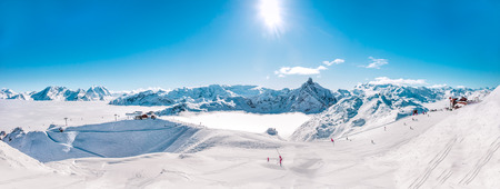 Panorama of Mountain Range winter Landscape with Blue Sky and skiing slopes at Meribel Skiing Resort in French Alps. Imagens