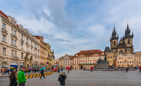 Prague, Czech Republic-January 31, 2019. View of Famous Old Town Square with its historical buildings belonging to various architectural styles on January 31, 2019 in the Old Town quarter of Prague. Фото со стока - 124999519