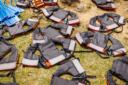 Life jackets dry on the grass after rafting. Safety equipment for extreme sports. Standard-Bild