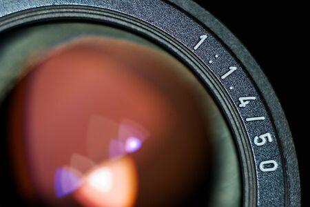 カメラマンの古典的な目 - ほとんどの専門家を使用してレンズの最後の世代。 写真素材