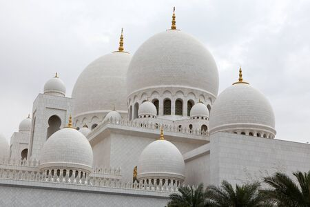 Beautiful white Sheikh Zayed mosque at Abu-Dhabi, UAE Stock Photo - 15755582