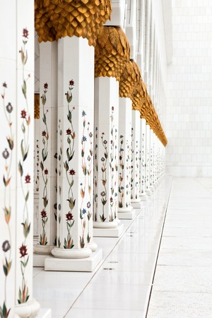 Beautiful white Sheikh Zayed mosque at Abu-Dhabi, UAE Stock Photo - 16038252