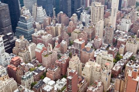 비오는 날에 엠파이어 스테이트 빌딩과 함께 뉴욕시 맨해튼의 스카이 라인 공중보기