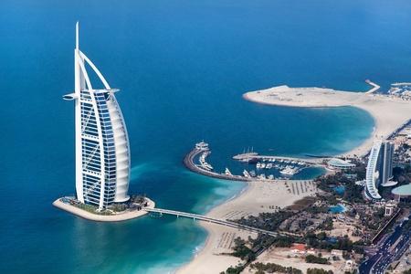 DUBAI, Verenigde Arabische Emiraten - 20 januari Burj Al Arab hotel op 20 januari 2011 in Dubai, Verenigde Arabische Emiraten Burj Al Arab is een luxe 5-sterren hotel gebouwd op een kunstmatig eiland tegenover het strand van Jumeirah