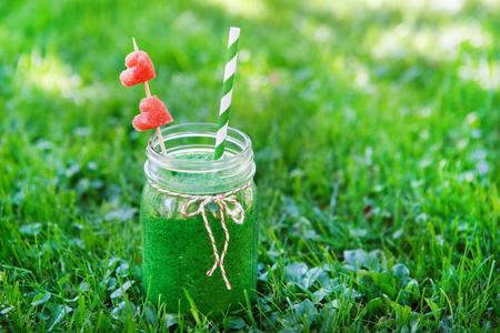 jugo verde: Batido verde espinaca como bebida saludable verano