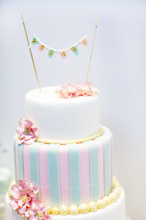 Wedding cake decorated with pink rose flowers and pearls Stock Photo