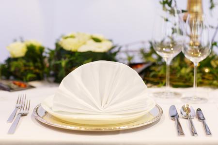 結婚式やイベント パーティーのソフト クリームでエレガントなテーブル設定 写真素材