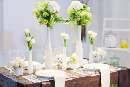wedding table setting: Elegant table set in soft creme for wedding or event party