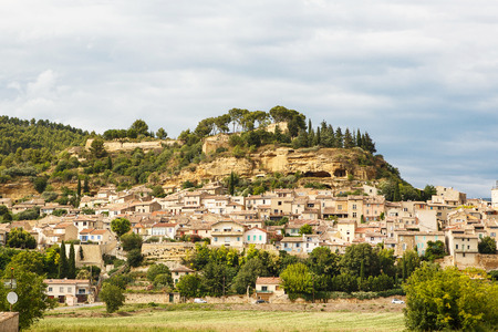 vaucluse: Provence village Gordes scenic overlook, southern France