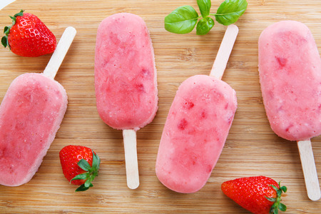 lolly pop: Homemade ice cream pops with fresh berries