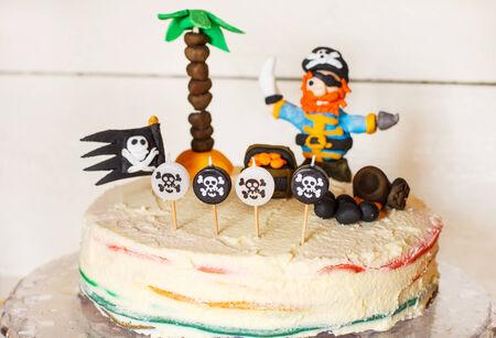 drapeau pirate: Homemade pirate g�teau arc pour l'enfant anniversaire.