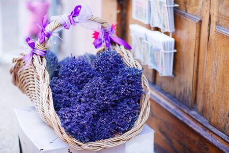 Shop in de Provence versierd met lavendel en vintage dingen