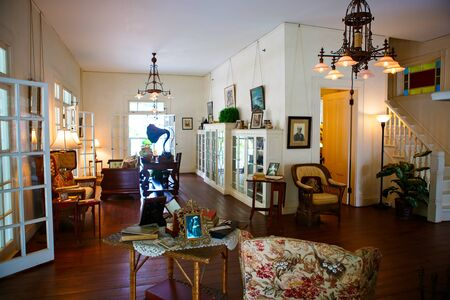 myers: FORT MYERS,FL-APRIL  15 2016: Fort Myers Florida, Thomas Edison and Henry Ford Winter Estates. Main Ford estate house museum. Antique living room.