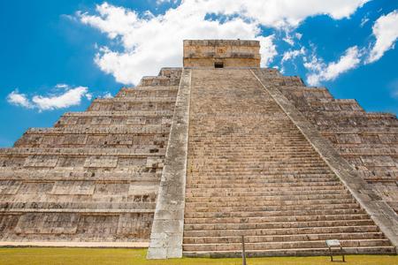 itza: Temple of Kukulkan, pyramid in Chichen Itza, Yucatan, Mexico