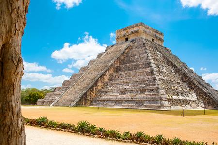 チチェン ・ イッツァ、ユカタン、メキシコでククルカンの神殿 写真素材