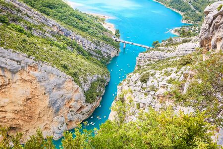 Gorges du Verdon, 프로방스, 프랑스, 유럽. 여름 날 lac 드 sainte 크로와에 아름 다운보기.