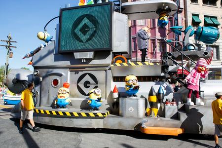 ORLANDO,FL-APRIL 19 2016: Parade of Minions in Universal Studios park in Orlando USA 新聞圖片