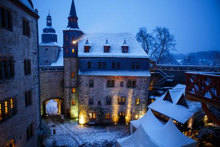 Castello tedesco da favola nel paesaggio invernale. Castello Romrod in Assia, Germania Archivio Fotografico - 90394181