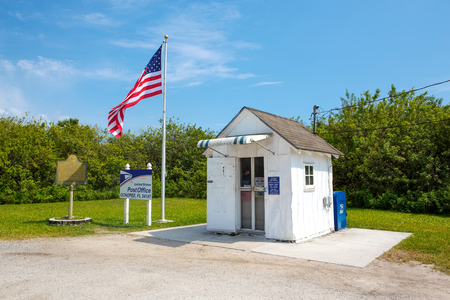 Ochopee, Florida, April 14, 2016. The smallest Post Office in the United States. Фото со стока - 91850096