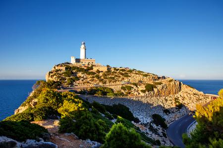 케이프 Formentor 북 마요르카, 스페인 (발레 아레스 제도)의 코스트에서 등 대.