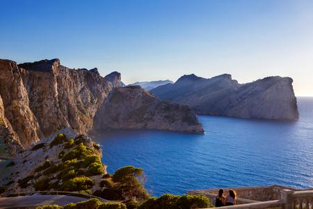 Vue panoramique du Cap de Formentor - côte sauvage de Majorque, Espagne, îles Baléares. Lever du soleil et crépuscule artistiques landascape Banque d'images - 97710578