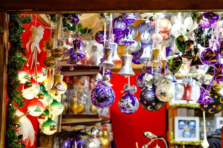 Colorful close up details of christmas fair market. Balls decorations for sales. Xmas market in Germany with traditional decorative toys. 免版税图像