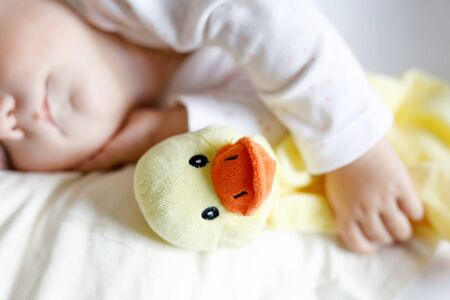 Cute adorable baby girl of 6 months sleeping peaceful in bed Foto de archivo - 129325465
