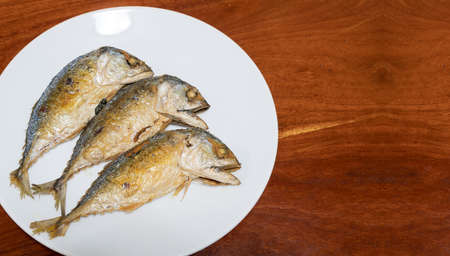 Mackerel fish to fry and then placed in a dish.To prepare and to eat food that is easy to eat and has many benefits.