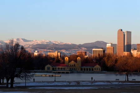 denver skyline at sunrise: Eary morning sunrise on Denver City Park in the winter with a frozen lake Stock Photo