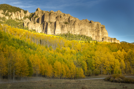 Beautiful Colorado Fall day along a dirt road on Owl Creek Pass outside of Ridgway Colorado Stockfoto