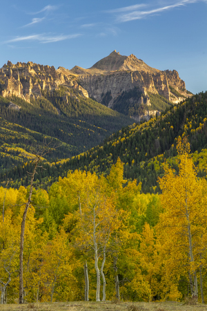 Blue Skies along Owl Creek Pass outside of Ridgway Colorado on a fall day Stockfoto