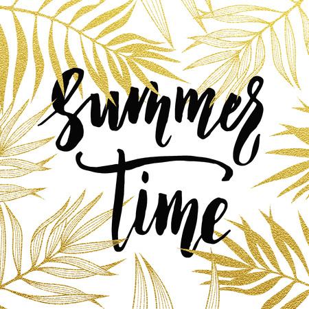 Summer Time palmbladeren patroon kaart. hand getrokken gouden letters. achtergrond zomer gouden behang met kalligrafische. Glitter palmblad reizen patroon zomer poster, vector illustratie behang. Vector Illustratie