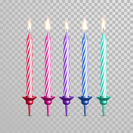 Bougies de décoration pour gâteau d'anniversaire avec des rayures. Vecteur 3D réaliste de bougie isolé avec chandelier et flammes brûlantes sur fond transparent. Mariage tarte élément gâteau de décoration