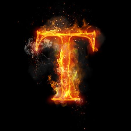불꽃 T 레코딩의 화재 편지. 타오르는 연기와 불 같은 또는 타오르는 빛나는 열 효과 타오르는 글꼴 또는 모닥불 알파벳 텍스트를 불타. 검정색 배경에
