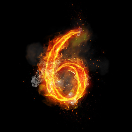 Fire nummer 6 zes brandende vlam. Flaming burn lettertype of vreugdevuur alfabet tekst met zinderende rook en vurige of brandende stralende warmte-effect. Gloeiend hete rode brand gloed op zwarte achtergrond Stockfoto