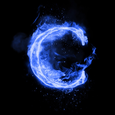 Fire letter C of burning blue flame. Flaming burn font or bonfire alphabet text with sizzling smoke and fiery or blazing shining heat effect. Incandescent cold fire glow on black background 免版税图像