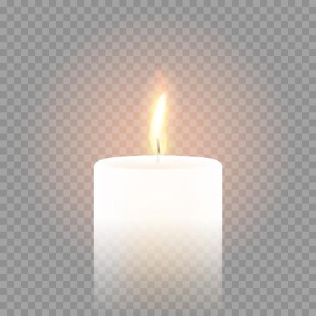 Flamme à la bougie allumée sur fond transparent vectoriel. Lumière de bougie de cire de paraffine parfumée isolée en 3D et réaliste isolée