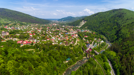 Aerial view of Carpathian mountains in summer. Village in the mountains. Foto de archivo
