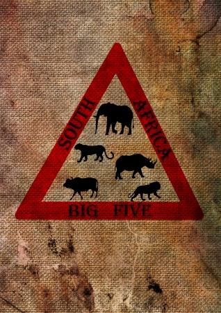 big five: Wildlife grande cinque dal Sud Africa sul segno triangolo strada, rosso su sfondo con texture